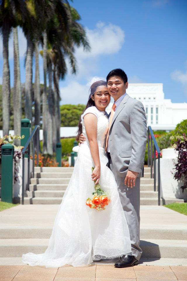 couple in front of Laie Temple