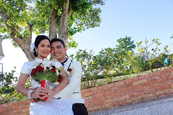 couple at cebu temple grounds