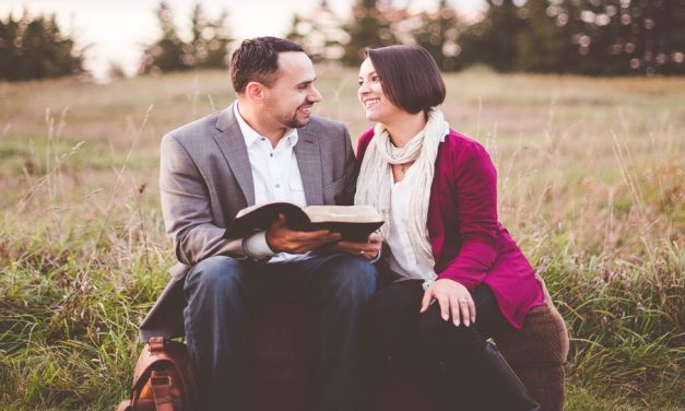 5 Christmas Traditions Newly Weds Can Start